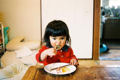 川島小鳥写真集『未来ちゃん』展開催中です。