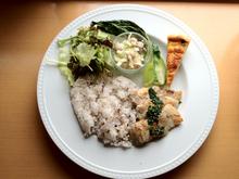 今週のランチは「豚肉ソテーのパセリソース」です!